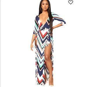 Dresses & Skirts - Short Sleeves Stretch Belted Deep Chevron Dress S